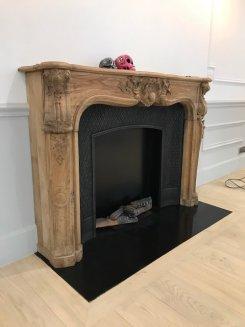 cheminée en bois chéne de style louis 15 avec installation ethanol