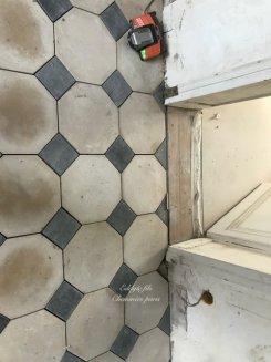Fourniture et installation d'un dallage pierre et cabochons marbre noir octogone 2