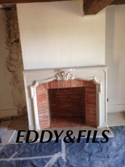 fourniture et installation d'une cheminée en pierre ancienne foyer ouvert briquettes ancienne  ,descente de conduit,coffrage isolé